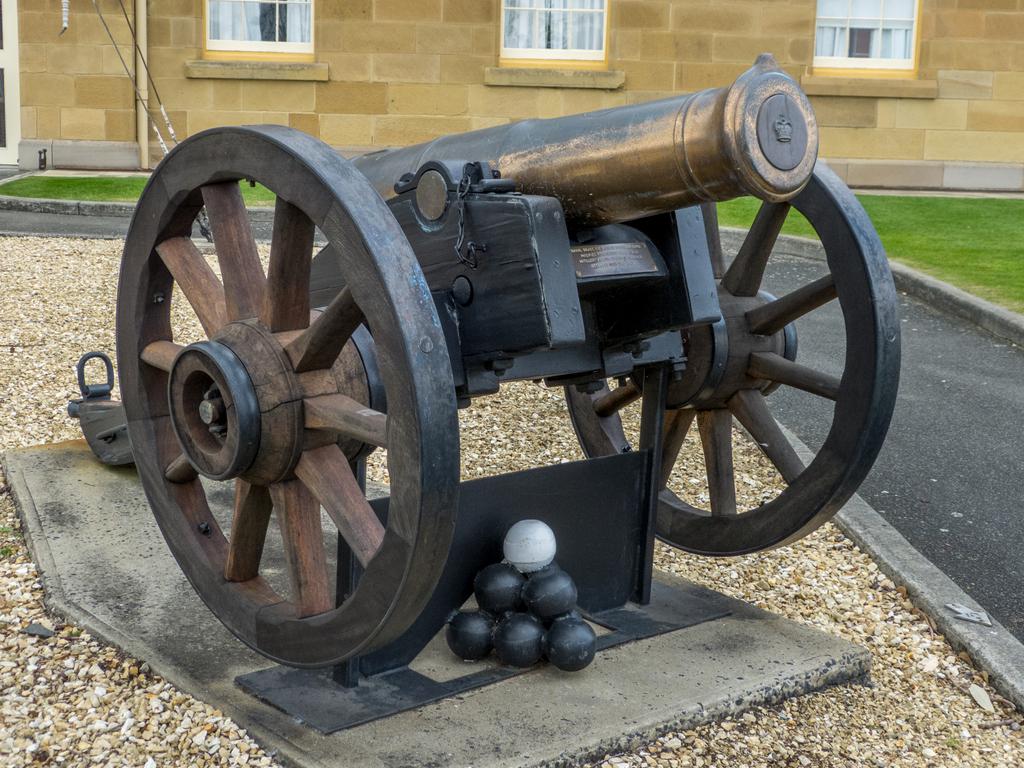 Naval brass 4.6 inch 12 Pounder Gun